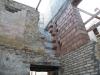 Demolizione e ricostruzione della muratura a tratti
